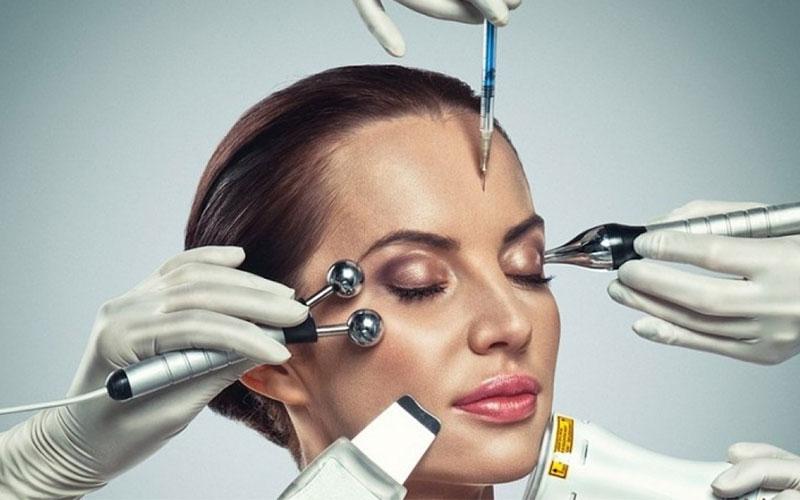 >Салонные процедуры против шелушения кожи