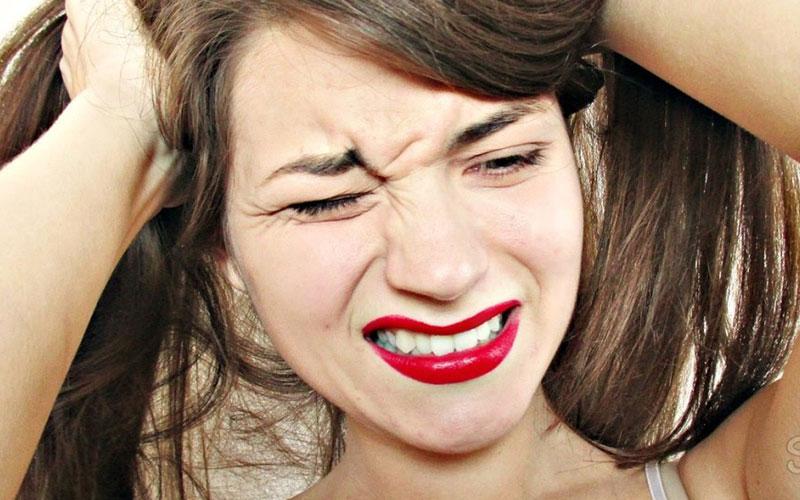 Причины появления прыщей на голове в волосах